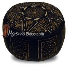 pouf fassi en cuir noir et or pouf marocain fait en cuir