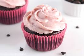 Dark Chocolate Cupcakes with Raspberry Frosting easy healthy & decadent That frosting