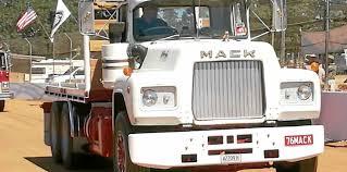 100 Old Mack Trucks Trucks Take Centre Stage Here Morning Bulletin