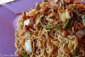 cuisine indonesienne bahmi goreng nouilles sautées à l indonésienne et atelier