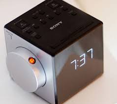 reveil heure au plafond sony icf c1pj test complet réveil les numériques