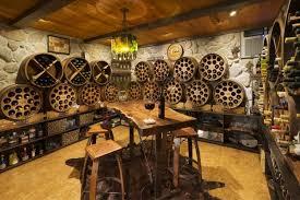 idées de cave à vins bouteilles barriques et casiers