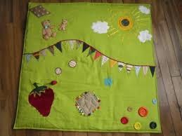 tapis d eveil couture les fées tisseuses un tapis d éveil maison