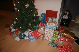 Saran Wrap Christmas Tree With Ornaments by File Christmas Gifts Under Plastic Christmas Tree Jpg Wikimedia