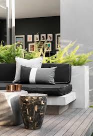 gemauerte sitzbank mit grauen polstern bild kaufen