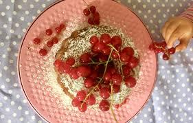 gugelhupf mit johannisbeeren der leckerste beerenkuchen