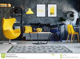 gelbe möbel im wohnzimmer stockfoto bild metall 100831034