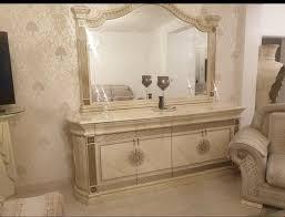 wohnzimmer kommode mit große spiegel