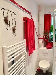 toilettenpapier der stange einfach an die decke gehängt