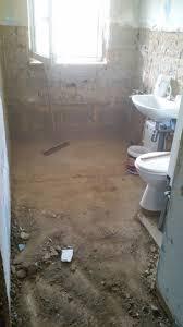 benötige tipps meinen neu zu fliesenden badezimmerboden mit