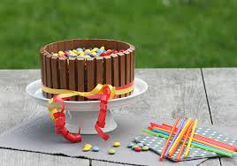 bunte schoko mascarpone kitkat torte