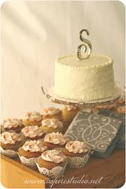 I Like The Lace Holders And Simple Cake Topper