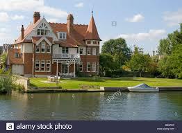 100 River Side House Large Side On The Thames Teddington