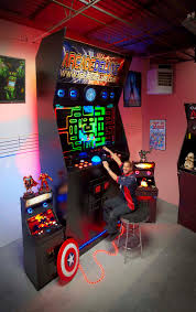 Diy Arcade Cabinet Flat Pack by Man Spends Two Years Building The World U0027s Largest Arcade Machine