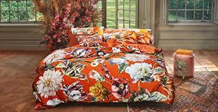 neue farbwelten für ihr schlafzimmer bett und nachtwäsche
