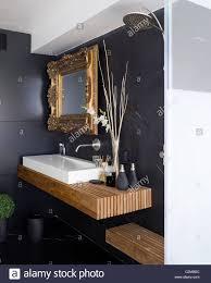 gold gerahmter spiegel stockfotos und bilder kaufen alamy