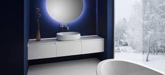 produktlinie cube mit heller badeinrichtung und vielseitigen