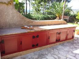 aménagement cuisine d été pose de volets battants pour un aménagement extérieur