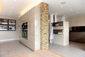 naturstein in der küche steinoptik für kreative wandgestaltung