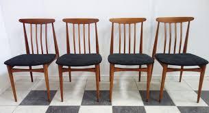 esszimmerstühle aus holz schwarzem stoff 1960er 4er set