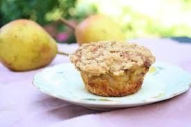 muffins mit birnenkompott und streuseln