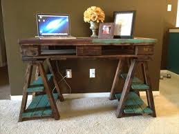 Distressed puter Desk New Diy Pallet Wood Distressed Table In