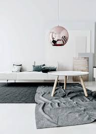 schlafzimmer farben ideen grau lowboard weiß hochglanz hängend