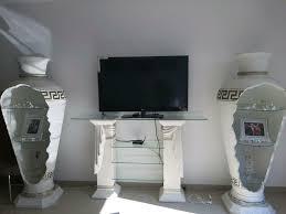 wohnzimmerschrank tv schrank vitrine säulen