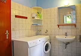 das badezimmer mit fußbodenerwärmung trockner und