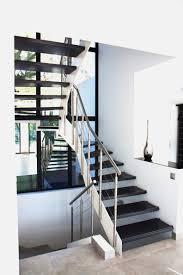 pose carrelage escalier quart tournant escalier flin escalier intrieur photo stock image une gamme