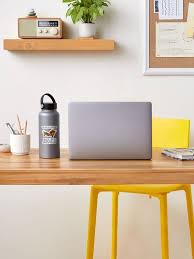 viele internetnutzer machen sich lustig darüber als urlaub in die küche und zurück ins schlafzimmer zu reisen sticker