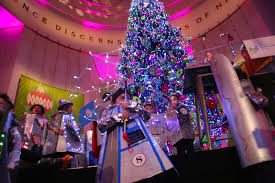 Longest Lasting Christmas Tree by Museum Continues Longtime Tradition With Modern Twist Chicago