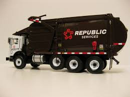 First Gear Republic Services Front Load Trash Truck. | Trash Trucks ...