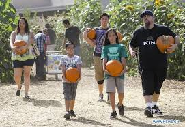 Pumpkin Patch Cal Poly Pomona by People Pick Pumpkins For Upcoming Halloween In U S Xinhua