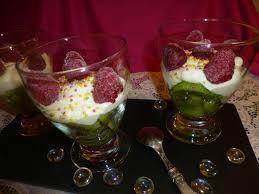 dessert aux fruits rapide coupes aux fruits et petit suisse dessert rapide et facile