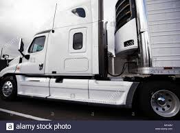 White Bonnet American Big Rig Semi Truck With Reefer Semi Trailer ...