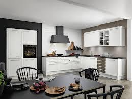 skandinavische landhausküchen hell und schlicht