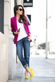 Pair A Statement Blazer With Contrasting Colored Accessories And Shoes Layer Neutral Tees Tops Plus Cuffed Denim To Spring Into Style
