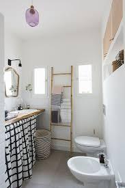 ekletisches badezimmer mit vorhang unter bild kaufen