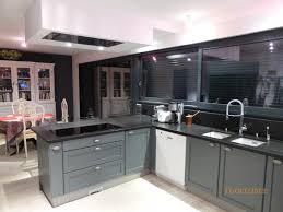 hotte de plafond novy cuisine laque grise conseils dco cuisine laque blanc cuisine