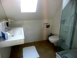 badezimmer im doppelzimmer standard picture of hotel