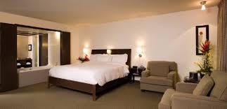 hotel avec bain a remous dans la chambre chambre grand lit avec bain à remous photo de hôtel mortagne