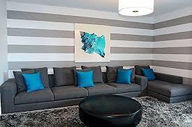 wandmalerei ideen wohnzimmer streifen grau weiß türkis