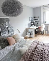 chambre grise et poudré chambre gris et blanc poudre clair pale perle fille cadres home