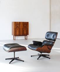 How Is An Eames Lounge Chair Replica Made? – Best Eames ... Eames Lounge Chair Ottoman Replica Aptdeco Black Leather 4 Star And 300 Herman Miller Is It Any Good Fniture Modern And Comfort Style Pu Walnut Wood 670 Vitra Replica Diiiz Details About Palisander Reproduction Set