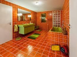 designexplosion in orange braun gelb oder grün