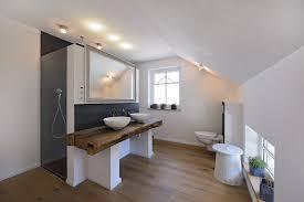 badezimmer mit altholz schieferfliesen und holzboden