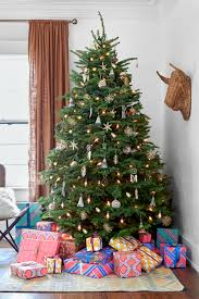 Flocked Christmas Trees Uk by 60 Best Christmas Tree Decorating Ideas How To Decorate A