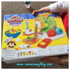 Play Doh Kitchen Creations Noodle Makin Mania set