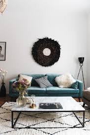 unser wohnzimmer mit samt sofa und marmortisch marmortisch